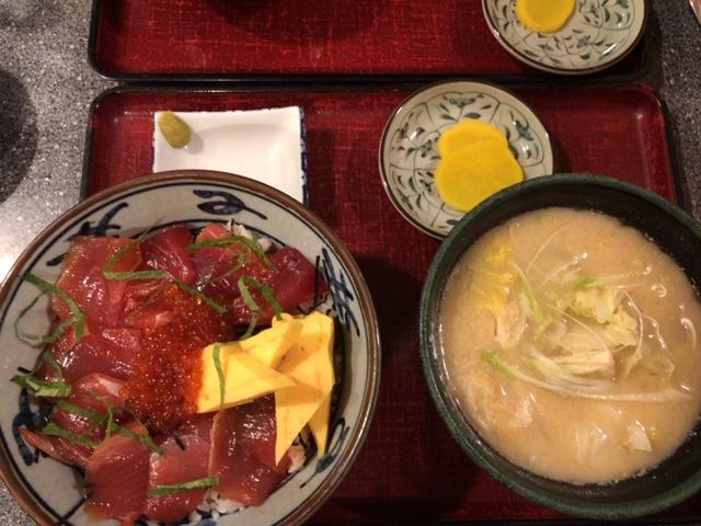 マグロイクラ丼