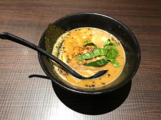 味噌鶏らー麺 半熟味付玉子トッピング