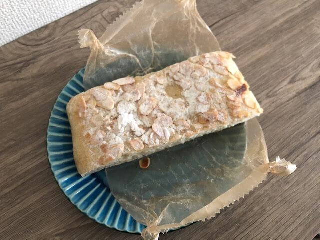 アーモンドと粉糖のパン