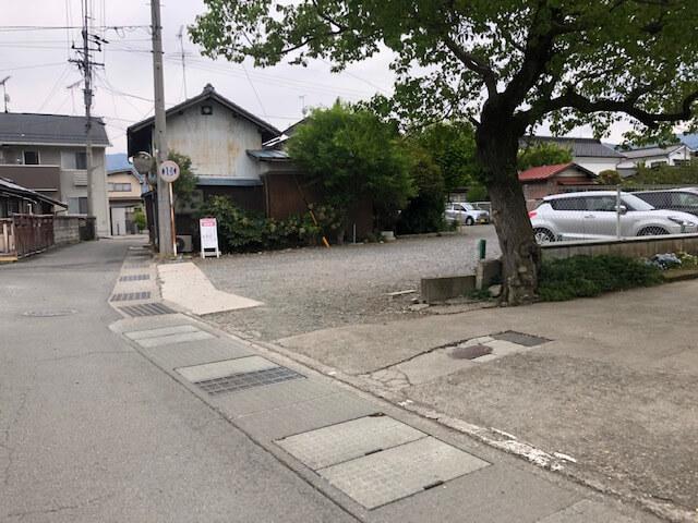 和かふぇよろづや 駐車場