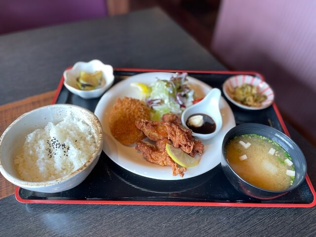 十勝牛肉コロッケと鶏唐揚げランチ